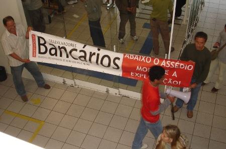 itauunibanco_protesto_assedio_moral.jpg