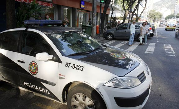 saidinha_de_banco_policial_baleado.jpg